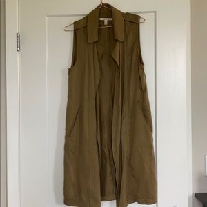 Long olive vest with poquets